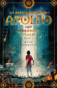de-beproevingen-van-apollo-1-het-verborgen-orakel-rick-riordan-boek-cover-9789000350995